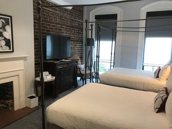 Guestroom - Two Queen Beds
