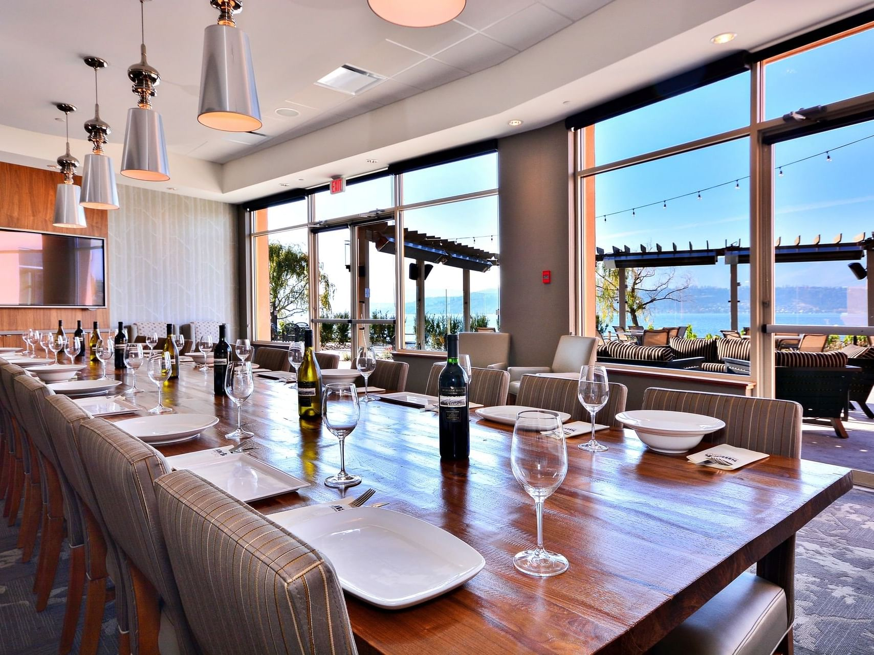 View Room with dining arrangements at Manteo Resort