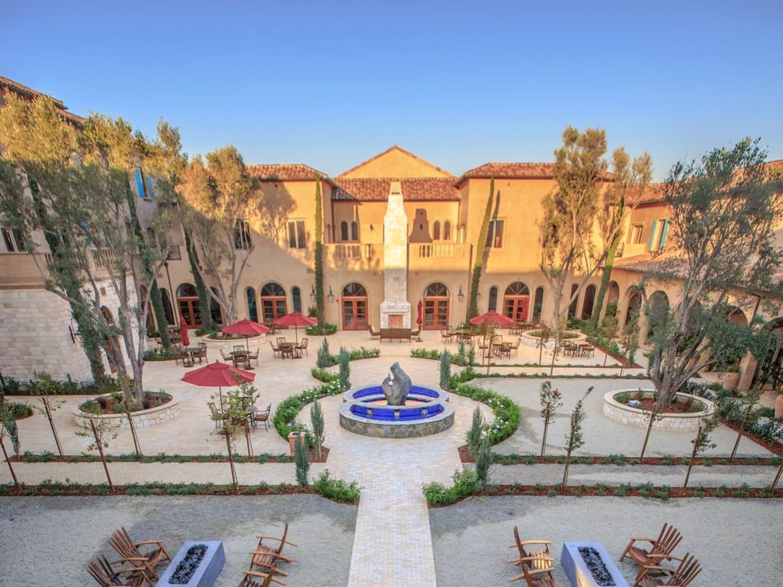 View of the courtyard at Allegretto Vineyard Resort, including f