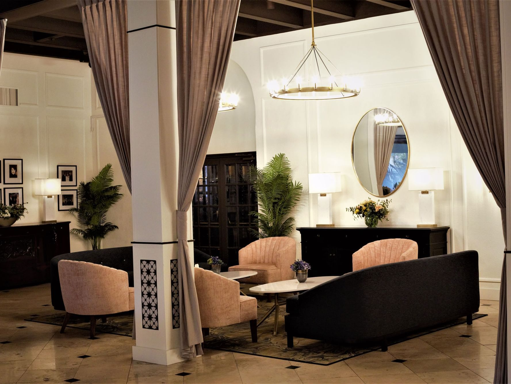 Seating arrangement in the California Lounge