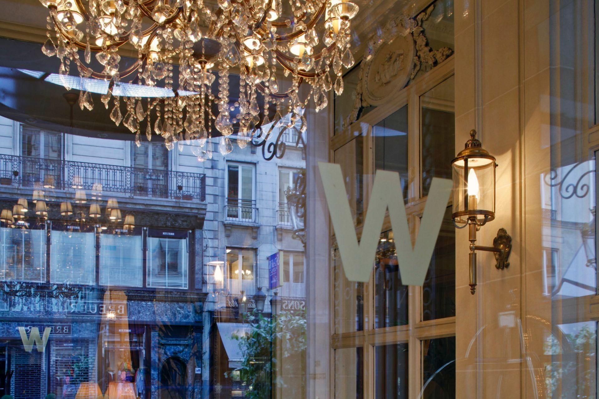 Entrée de l'Hôtel Westminster Warwick Paris
