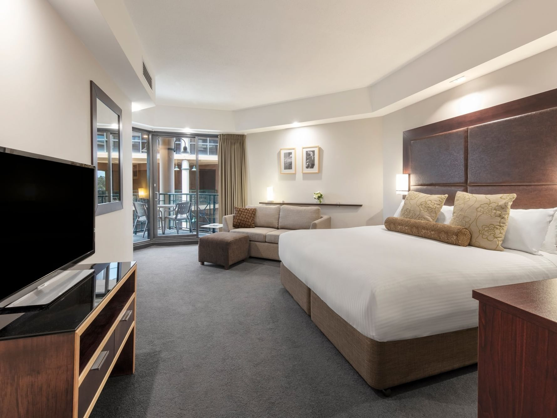 Deluxe Courtyard King room at Amora Hotel