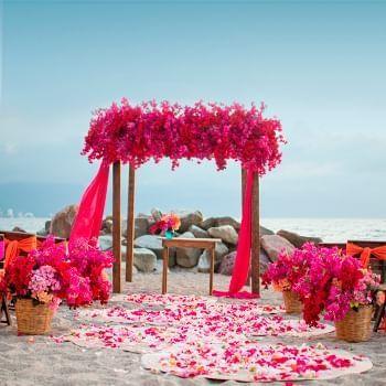 mind blowing wedding place at Sunset Plaza Beach Resort
