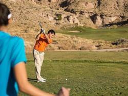 A man playing golf in Black Mesa golf club near Santa Claran Hotel Casino