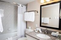 Campus Tower Suite Hotel - Bathroom