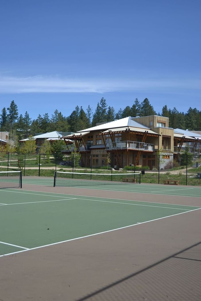Tennis court at Outback Lakeside Vacation Homes