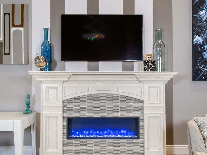 retro suites blue electric fireplace in presidential suite