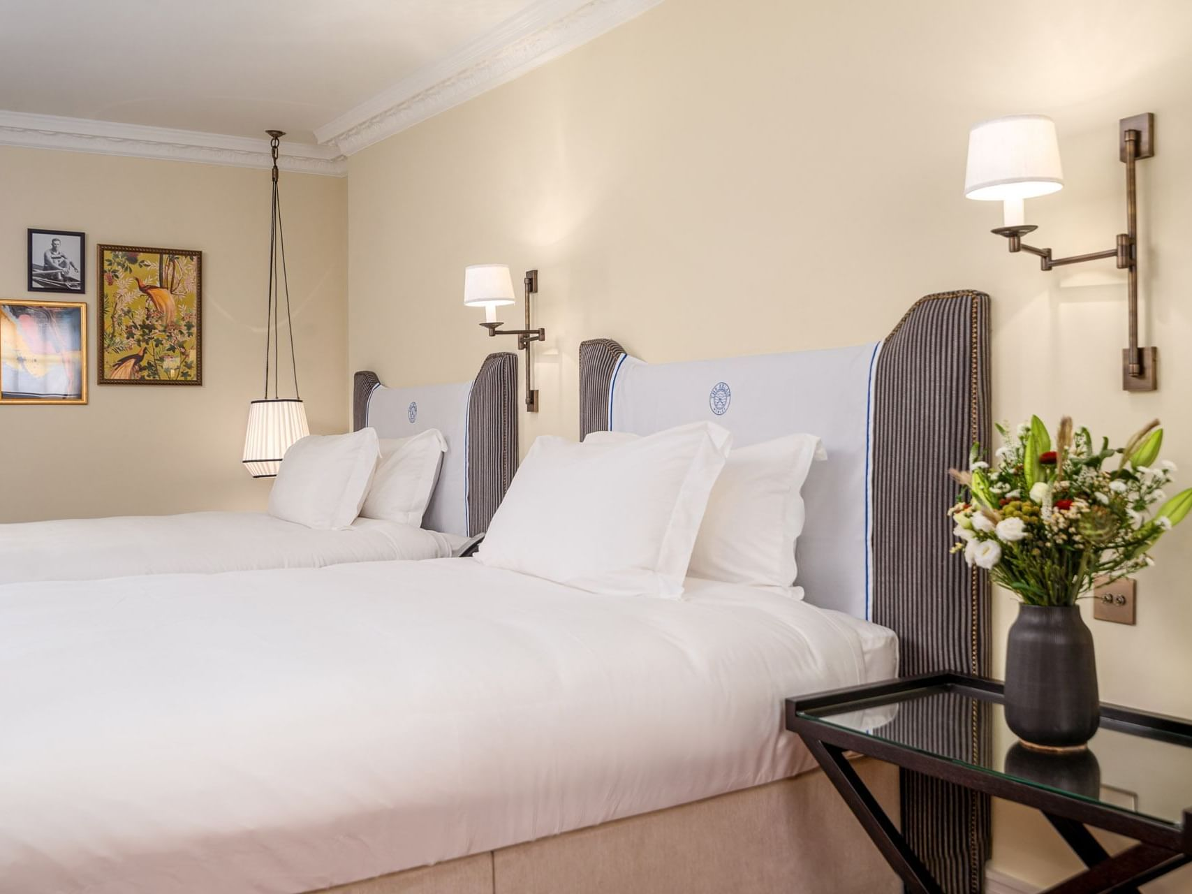 Double beds in the Courtyard Twin Room at The Relais Henley