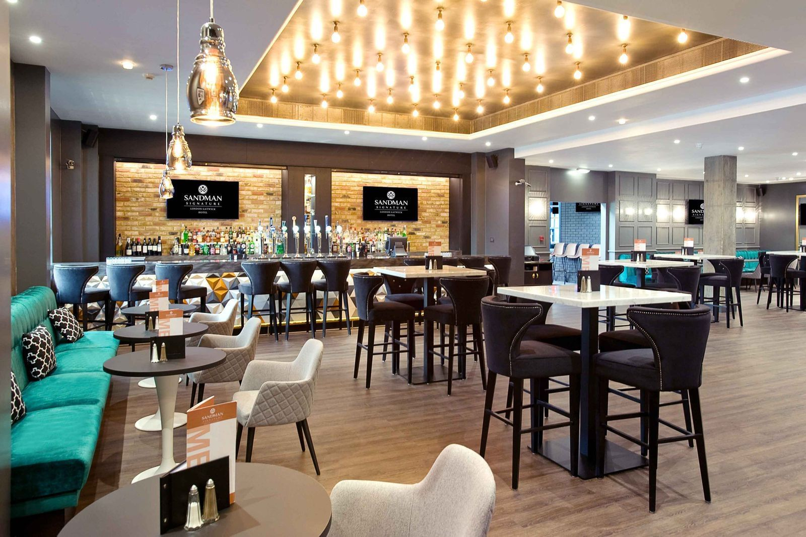 The Dining Area and the Bar at the Sandman Signature London Gatw
