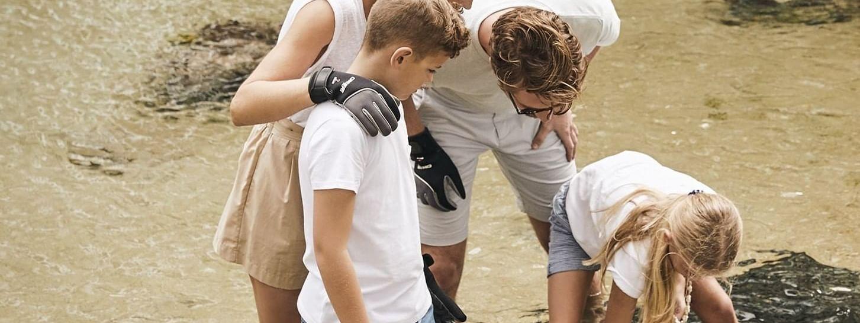 Family in guided aquarium tour at Daydream Island Resort