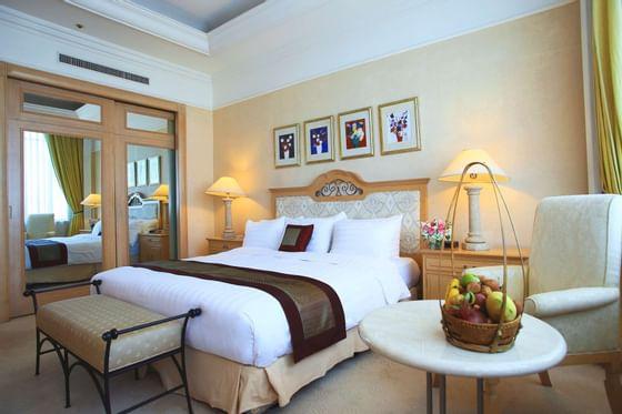 Senator Suite bedrppm at Hanoi Daewoo Hotel