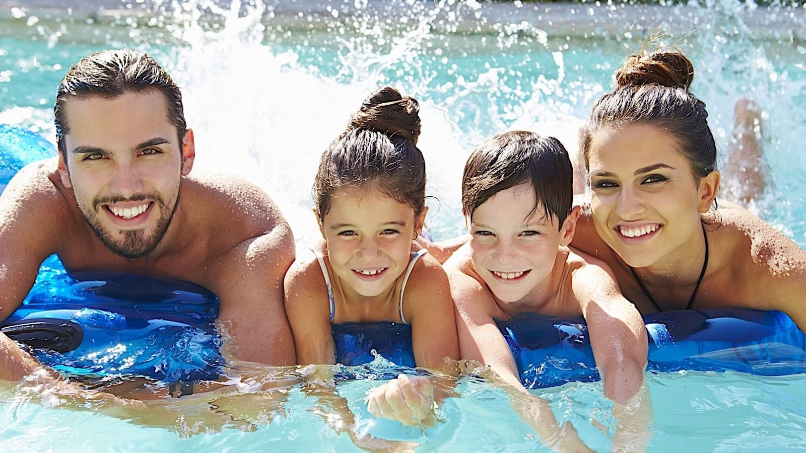 A family in the pool at Princess Mundo Imperial