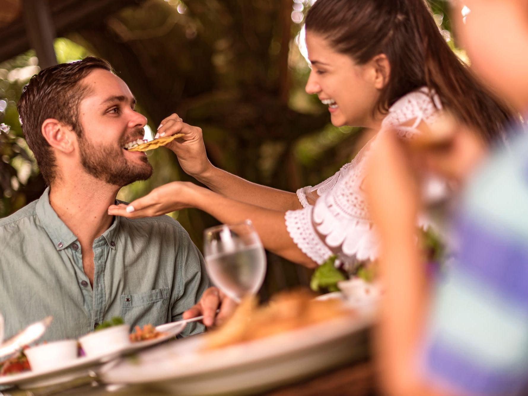 Desayuno y cena en Arenal Kioro Suites & Spa