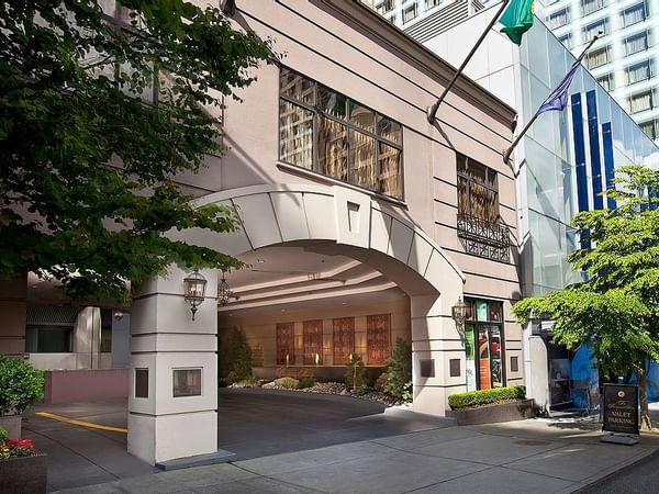 Entrance side view of Paramount Hotel Seattle