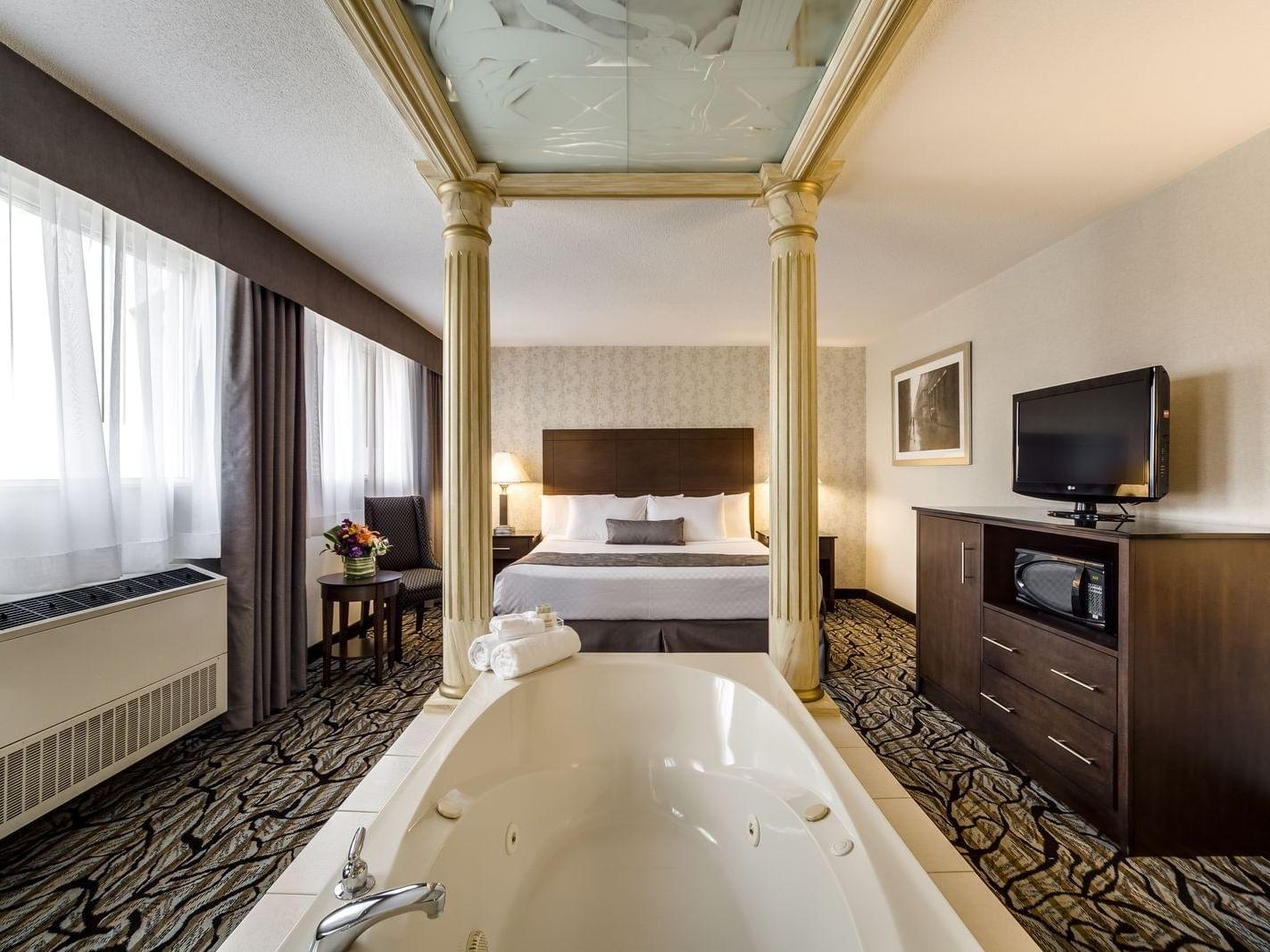 Queen Jacuzzi Suite -  Monte Carlo Inns Oakville Suites