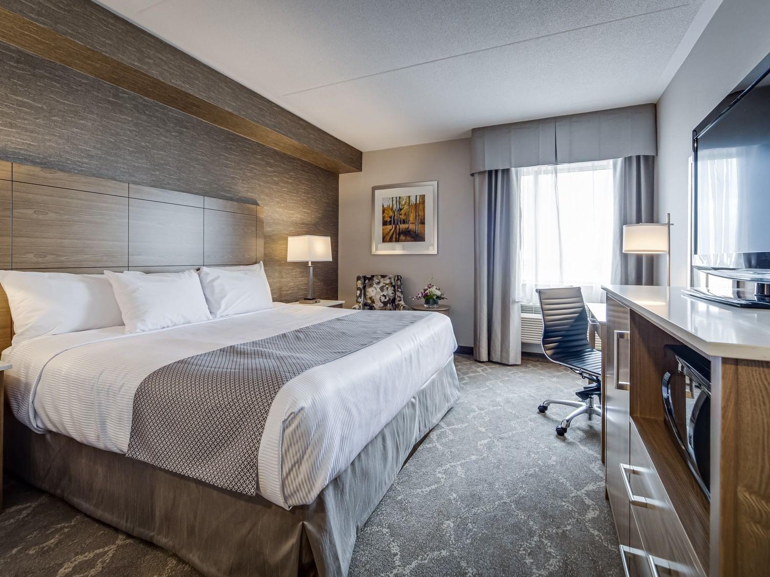One king bed at Monte Carlo Inn Vaughan Suites