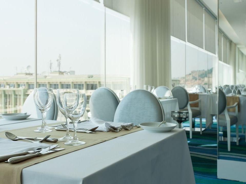 Restaurant at Hotel Presidente Luanda in Luanda