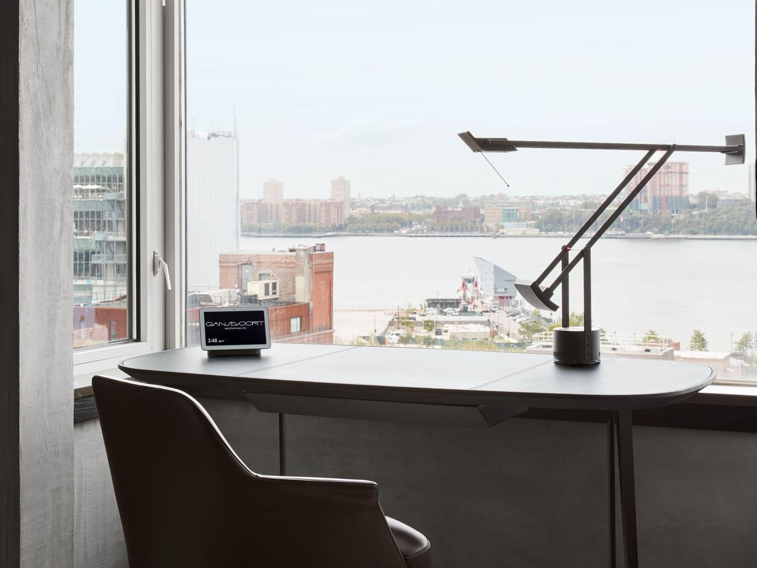 Poliform Penthouse Writing Desk