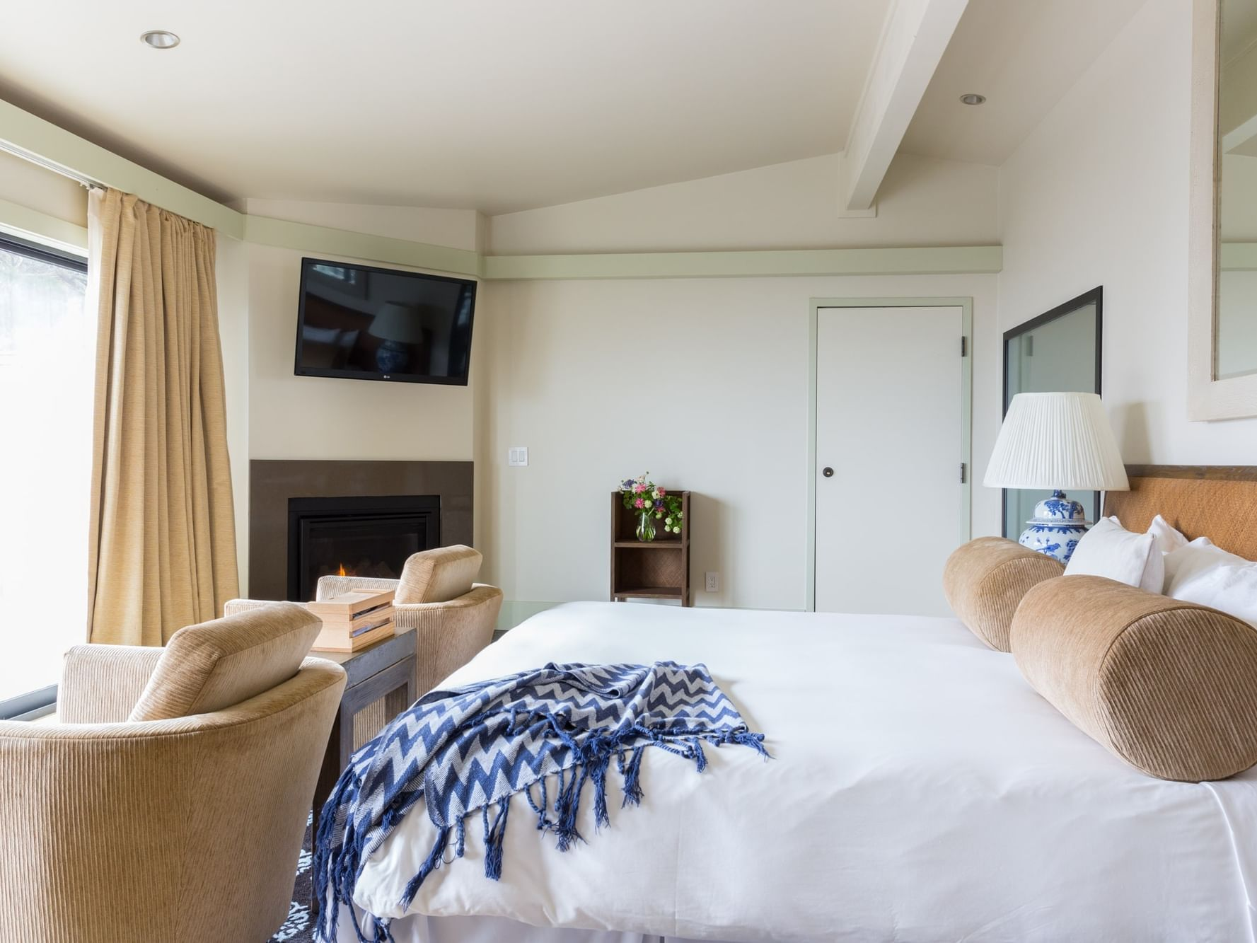 Ocean View with Tub bedroom  at Heritage House Resort