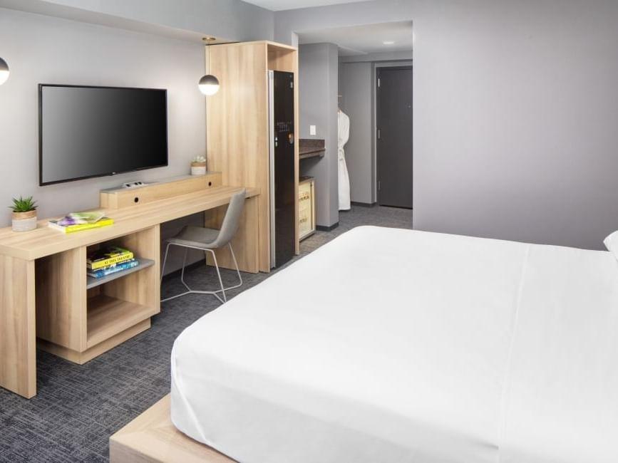 Bedroom of Executive King Room king bed at Henn Na Hotel
