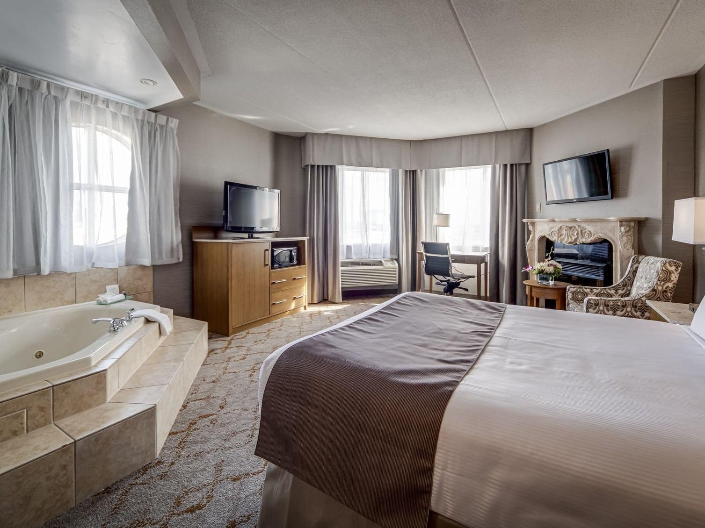 Queen Jacuzzi Suite at Monte Carlo Inn Vaughan Suites