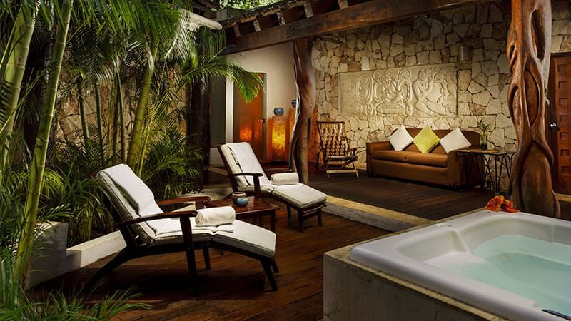 Lounge beds and jacuzzi in Okom spa at The Reef 28