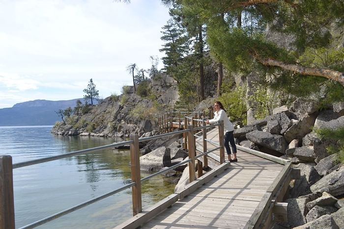 Boardwalks and pathways near Outback Lakeside Vacation Homes