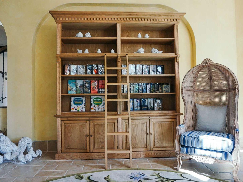 Library at U Hotels and Resorts