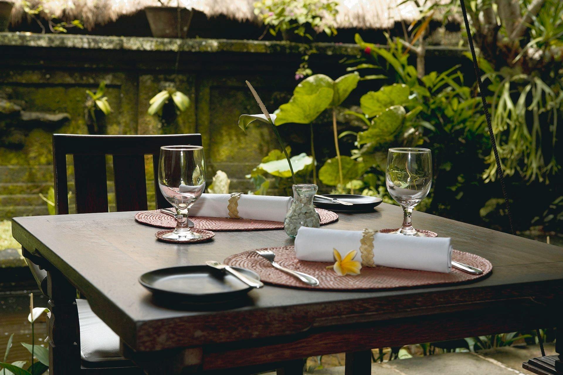 Table set-up close-up at Warwick Ibah