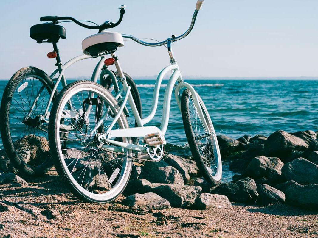 Bicicleta junto al océano
