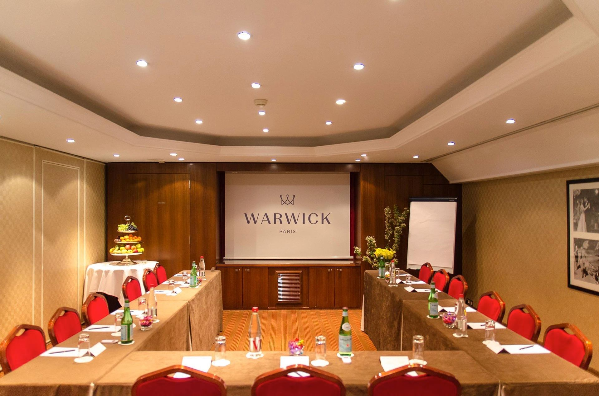 Salle de réunion en configuration en U