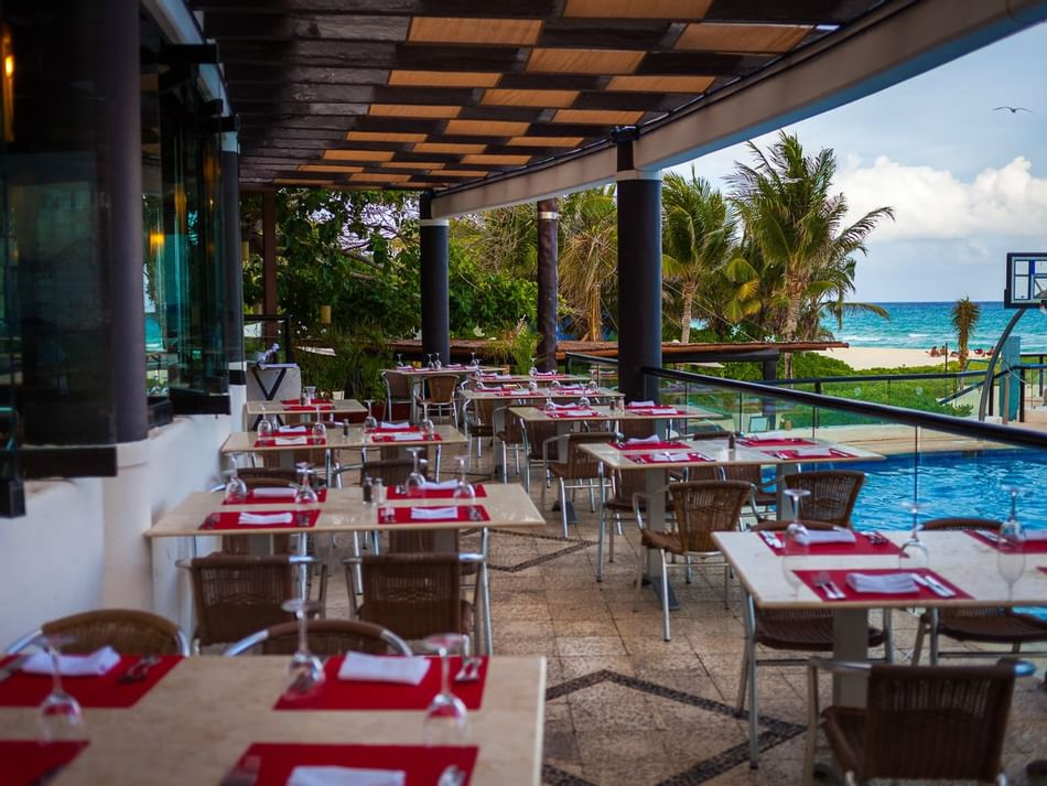 Table settings in Chulavista Restaurant at The Reef Playacar