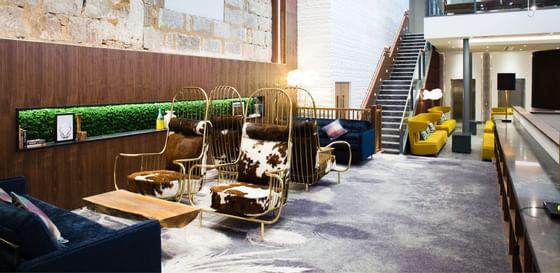 A lobby at Sandman Signature Hotel Aberdeen