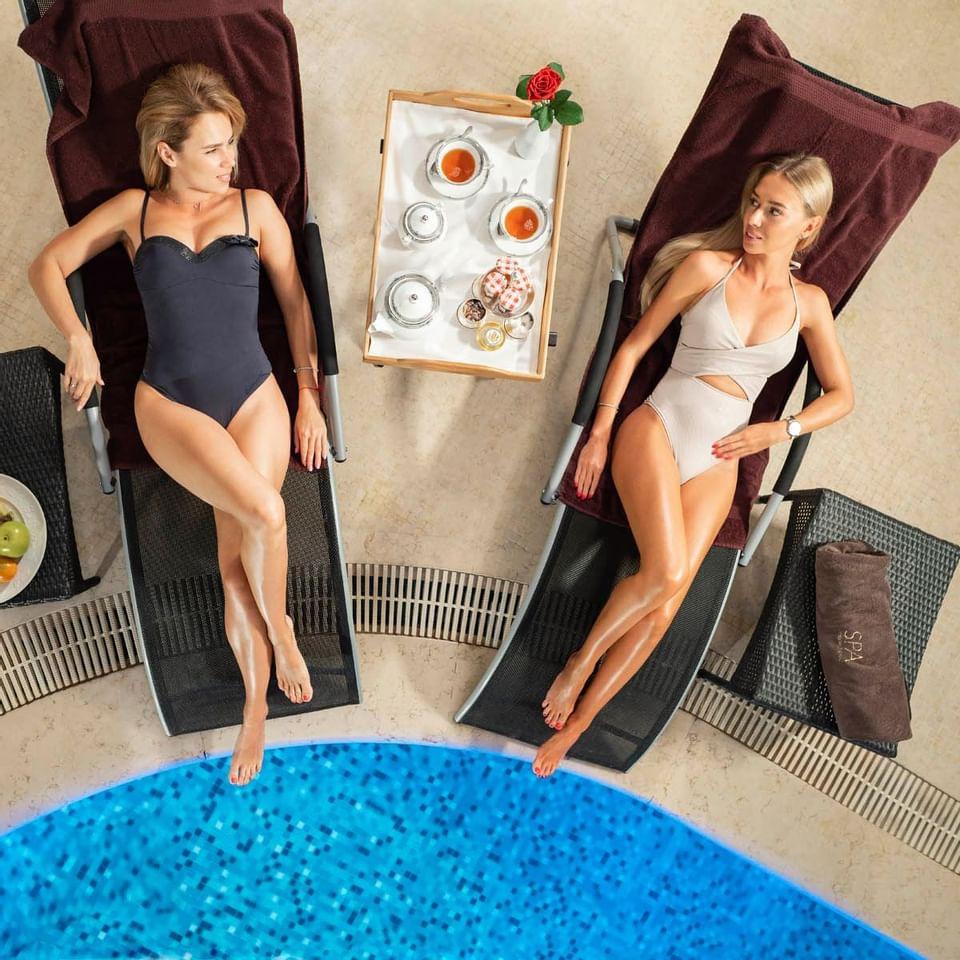 Swimming pool and sun lounge at Intercontinental Kyiv hotel