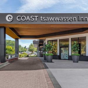 Exterior of Coast Tsawwassen Inn at daytime
