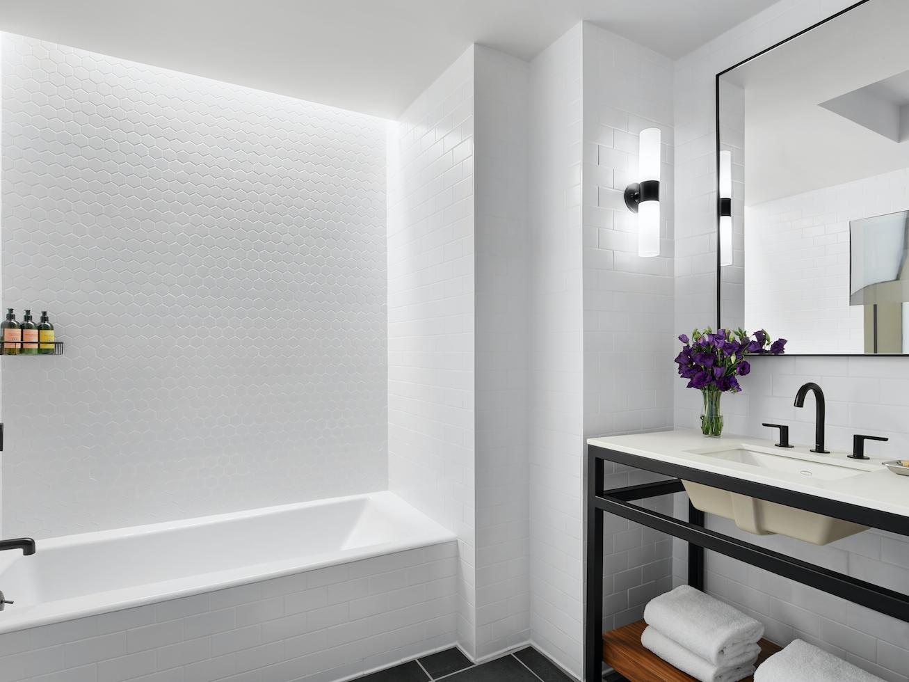 Manhattan Suite bathroom