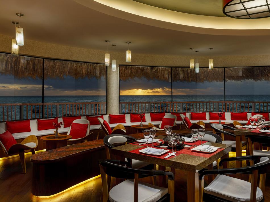 Dining area in Samurai Restaurant at The Reef Coco Beach