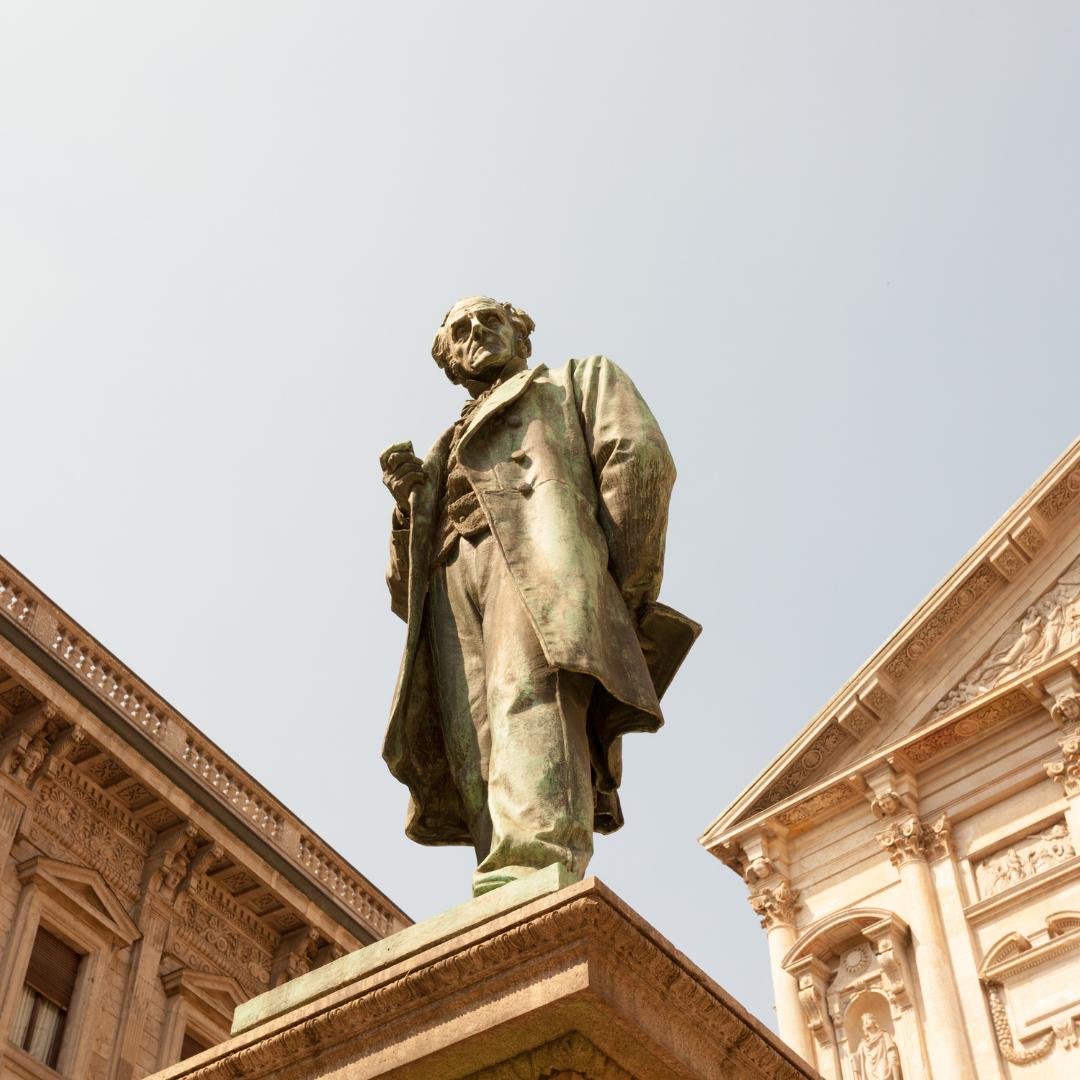 Statua di Alessandro Manzoni