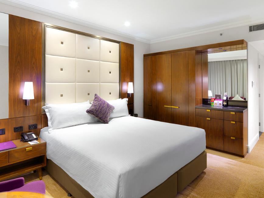 Jamison Club King Room at Amora Hotel